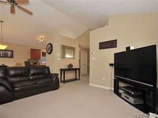 Photo 3: 104 Thetis Vale Cres in VICTORIA: VR Six Mile House for sale (View Royal)  : MLS®# 656097