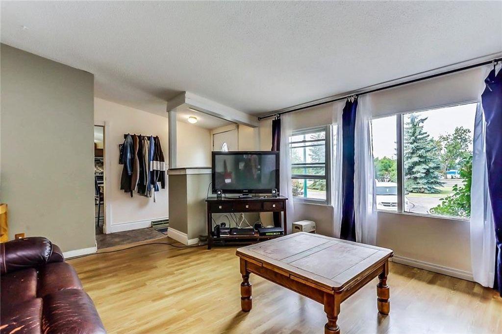 Photo 3: Photos: 824 MATADOR Crescent NE in Calgary: Mayland Heights House for sale : MLS®# C4131129