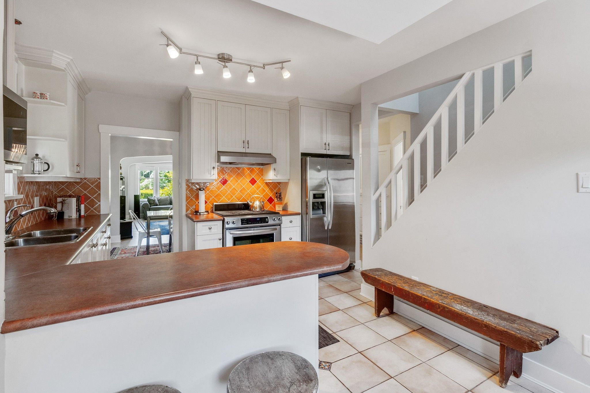 Photo 7: Photos: 3742 ONTARIO Street in Vancouver: Main House for sale (Vancouver East)  : MLS®# R2580004