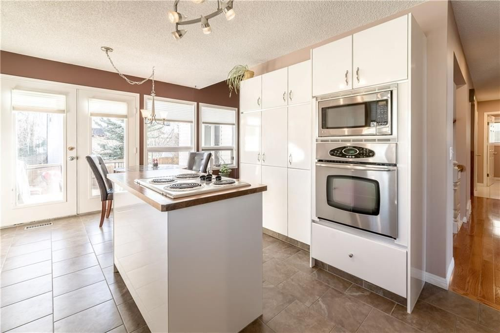 Photo 12: Photos: 248 WOOD VALLEY Bay SW in Calgary: Woodbine Detached for sale : MLS®# C4211183