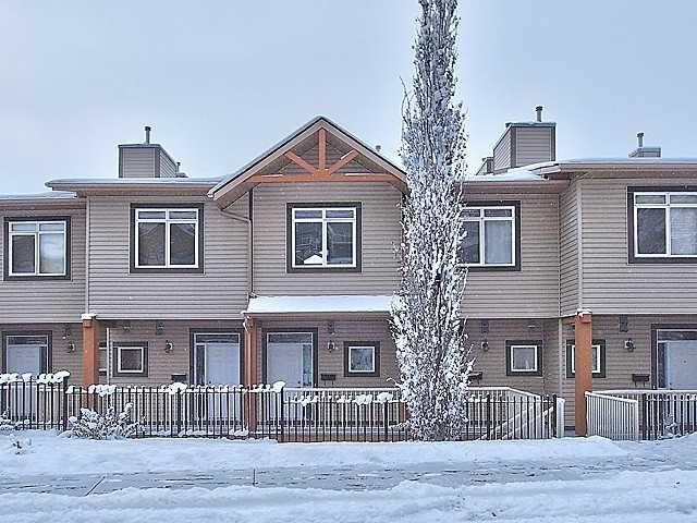 Main Photo: 16 153 ROCKYLEDGE View NW in CALGARY: Rocky Ridge Ranch Townhouse for sale (Calgary)  : MLS®# C3547157