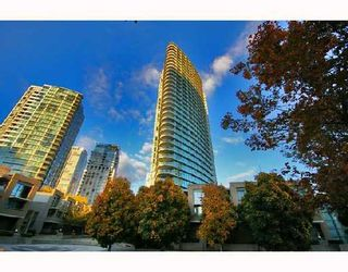"""Photo 1: 3605 1009 EXPO Boulevard in Vancouver: Downtown VW Condo for sale in """"LANDMARK 33"""" (Vancouver West)  : MLS®# V684446"""