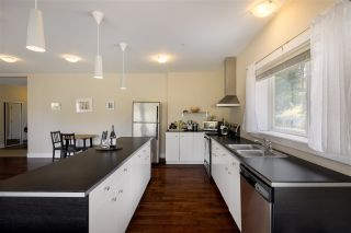 Photo 3: 1 5778 MARINE Way in Sechelt: Sechelt District Townhouse for sale (Sunshine Coast)  : MLS®# R2562361