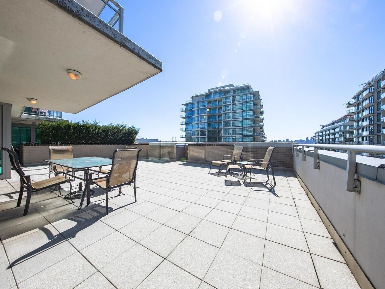 """Main Photo: 506 188 E ESPLANADE in North Vancouver: Lower Lonsdale Condo for sale in """"The Esplanade at The Pier"""" : MLS®# R2615111"""
