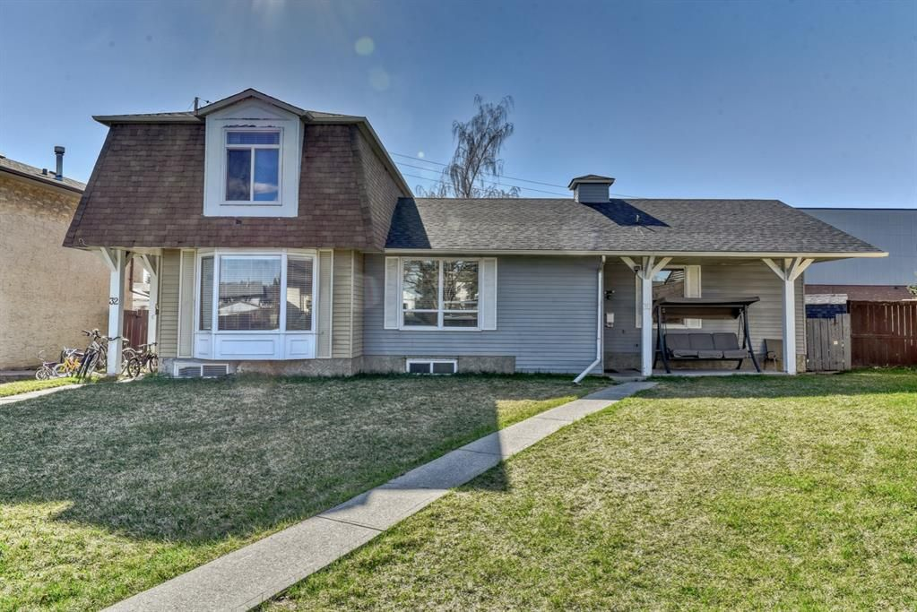 Main Photo: 30 Temple Place NE in Calgary: Temple Semi Detached for sale : MLS®# A1102294