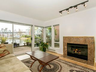 """Photo 7: 1585 MARINER Walk in Vancouver: False Creek Townhouse for sale in """"LAGOONS"""" (Vancouver West)  : MLS®# R2158122"""
