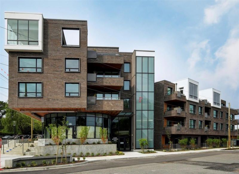 FEATURED LISTING: PH3 - 2285 Bowker Ave