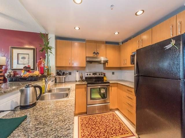 """Photo 4: Photos: 401 9298 UNIVERSITY Crescent in Burnaby: Simon Fraser Univer. Condo for sale in """"NOVO ONE"""" (Burnaby North)  : MLS®# R2120028"""