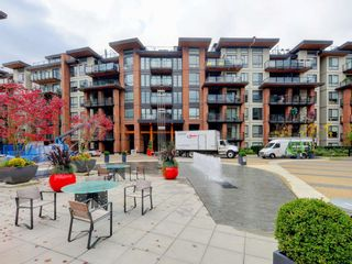 "Photo 1: 505 733 W 3RD Street in North Vancouver: Hamilton Condo for sale in ""THE SHORE"" : MLS®# R2120677"