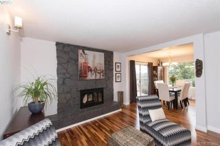 Photo 2: 812 Elrick Pl in VICTORIA: Es Rockheights House for sale (Esquimalt)  : MLS®# 752654