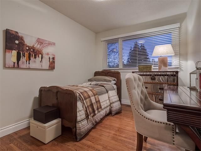 Photo 32: Photos: 7016 KENOSEE Place SW in Calgary: Kelvin Grove House for sale : MLS®# C4055215