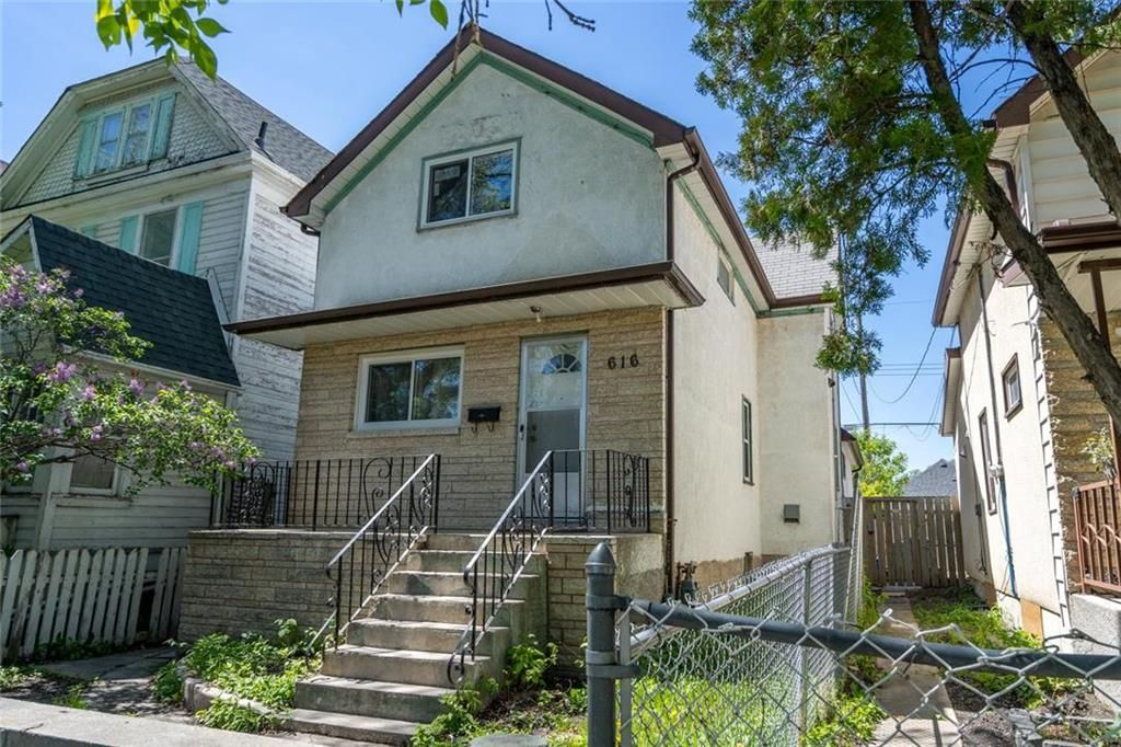 Main Photo: 616 Toronto Street in Winnipeg: West End Residential for sale (5A)  : MLS®# 202113437