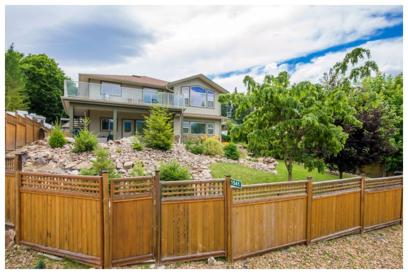 Main Photo: 1561 Northeast 20 Avenue in Salmon Arm: Appleyard House for sale : MLS®# 10133097