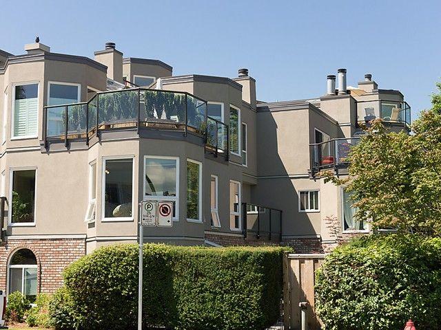 """Main Photo: 105 2110 CORNWALL Avenue in Vancouver: Kitsilano Condo for sale in """"SEAGATE VILLA"""" (Vancouver West)  : MLS®# V1027670"""