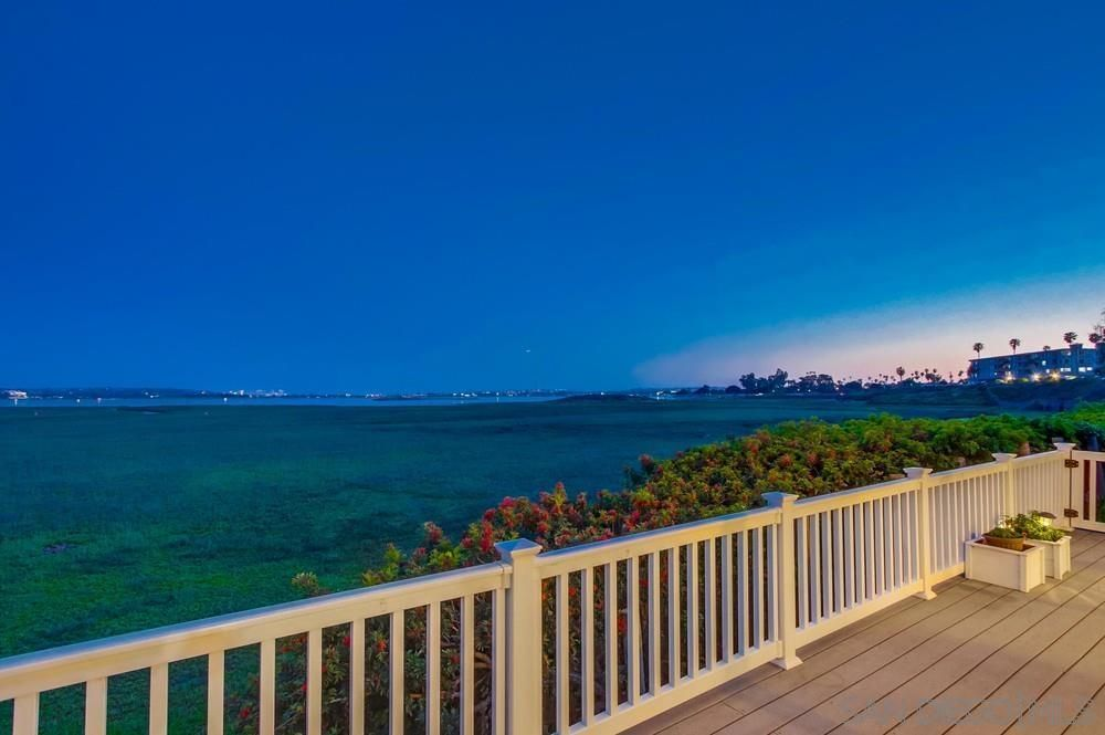 Main Photo: Condo for rent : 2 bedrooms : 3997 Crown Point #33 in San Diego