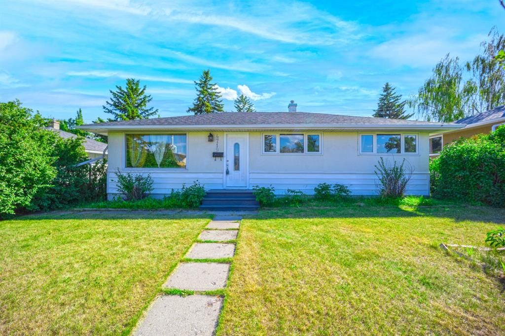 Main Photo: 4719 Waverley Drive SW in Calgary: Westgate Detached for sale : MLS®# A1123635