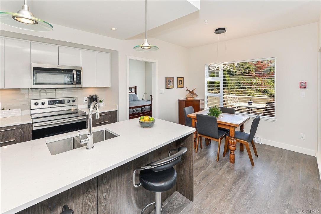 Photo 7: Photos: 103 3333 Glasgow Ave in Saanich: SE Quadra Condo for sale (Saanich East)  : MLS®# 842585