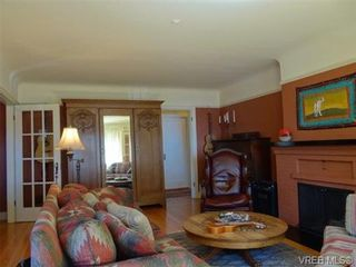 Photo 3: 1704 Hollywood Cres in VICTORIA: Vi Fairfield East House for sale (Victoria)  : MLS®# 648626