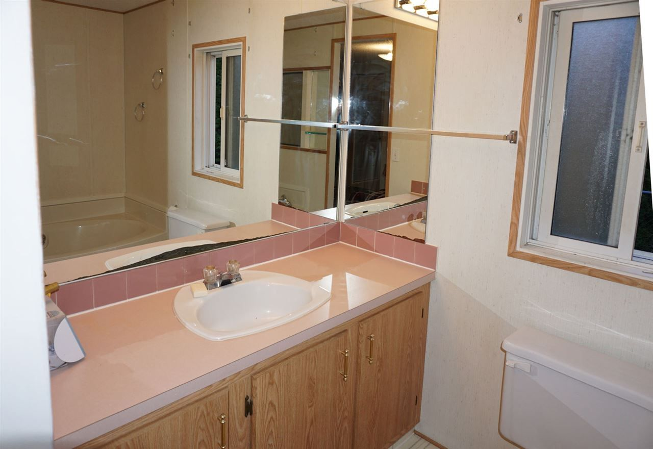 """Photo 11: Photos: 8 62790 FLOOD HOPE Road in Hope: Hope Center Manufactured Home for sale in """"SILVER RIDGE ESTATES"""" : MLS®# R2115659"""