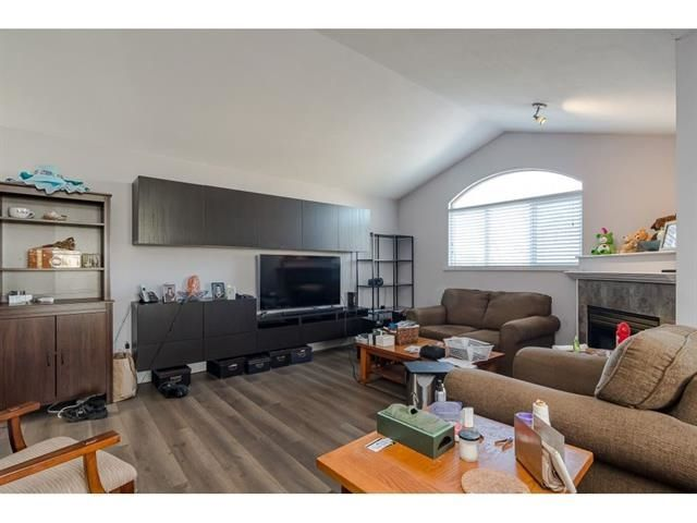 """Main Photo: 305 5909 177B Street in Surrey: Cloverdale BC Condo for sale in """"CARRIAGE COURT"""" (Cloverdale)  : MLS®# R2533374"""