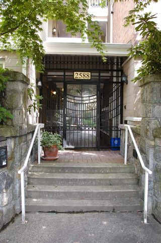 "Photo 14: 206 2588 ALDER Street in Vancouver: Fairview VW Condo for sale in ""BOLLERT PLACE"" (Vancouver West)  : MLS®# R2072024"
