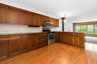 Photo 4: 2095 Pemberton Pl in : CV Comox (Town of) Manufactured Home for sale (Comox Valley)  : MLS®# 879116