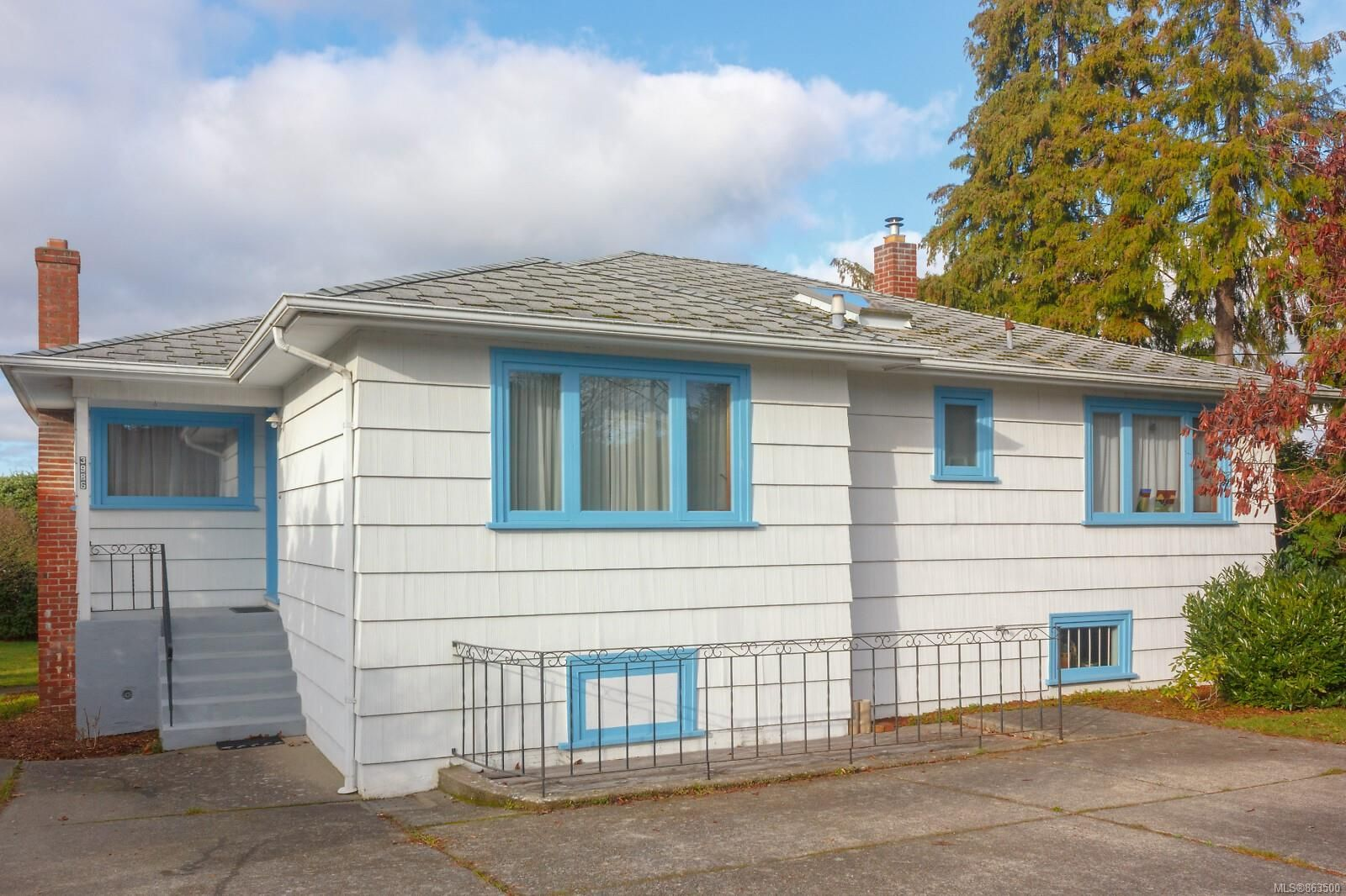 Main Photo: 3986 Gordon Head Rd in : SE Gordon Head House for sale (Saanich East)  : MLS®# 863500