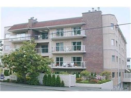 Main Photo: 302 945 McClure St in VICTORIA: Vi Fairfield West Condo for sale (Victoria)  : MLS®# 369936