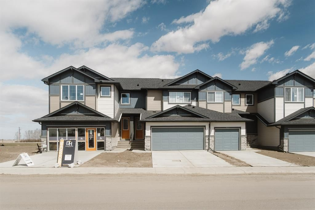 Main Photo: 812 Marina Drive: Chestermere Row/Townhouse for sale : MLS®# A1144551