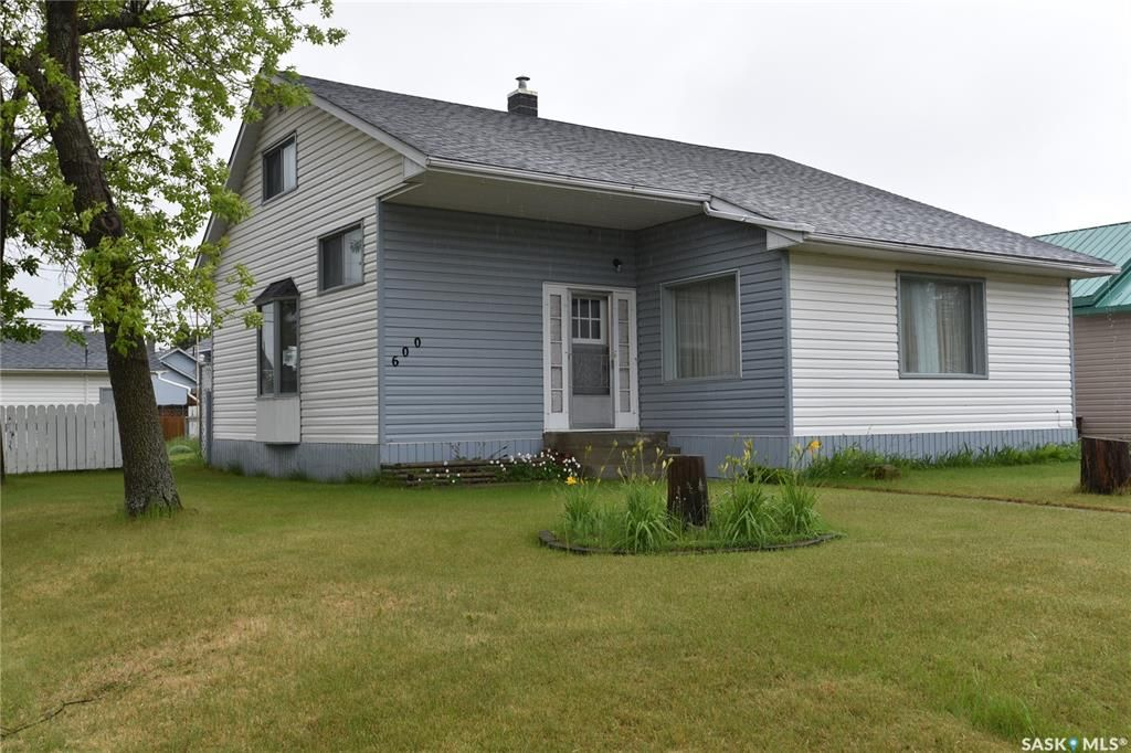 Main Photo: 600 Maple Road West in Nipawin: Residential for sale : MLS®# SK846801