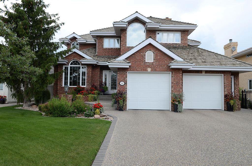 Main Photo: 343 TWIN BROOKS Drive: House for sale