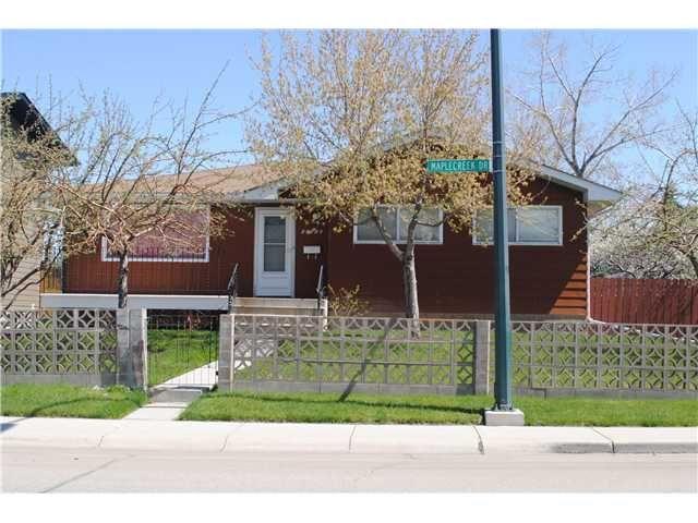 Main Photo: 10216 MAPLECREEK Drive SE in CALGARY: Maple Ridge Residential Detached Single Family for sale (Calgary)  : MLS®# C3616848