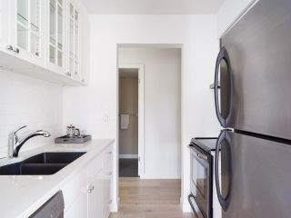 """Photo 3: 305 921 THURLOW Street in Vancouver: West End VW Condo for sale in """"Kristoff Place"""" (Vancouver West)  : MLS®# R2580196"""