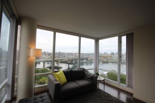 """Photo 8: 1003 1033 MARINASIDE Crescent in Vancouver: Yaletown Condo for sale in """"Quaywes"""" (Vancouver West)  : MLS®# R2007255"""