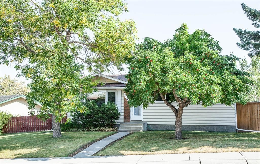 Main Photo: 1426 Hunterbrook Road NW in Calgary: Huntington Hills Detached for sale : MLS®# A1143816