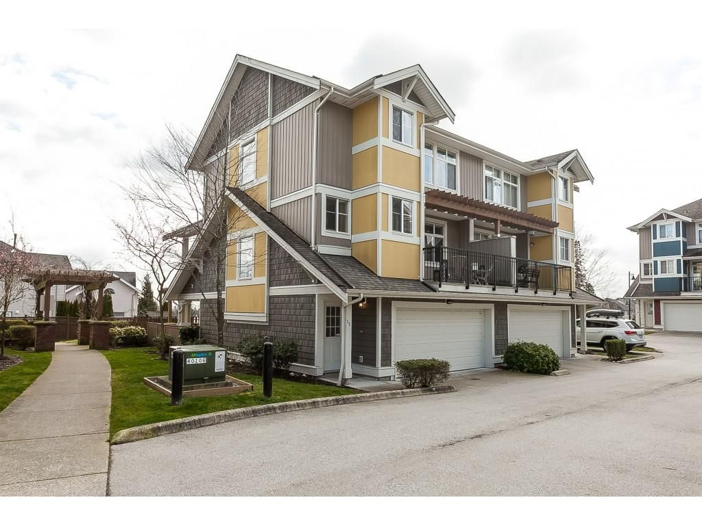 """Main Photo: 15 6036 164 Street in Surrey: Cloverdale BC Townhouse for sale in """"Arbour Village"""" (Cloverdale)  : MLS®# R2445991"""