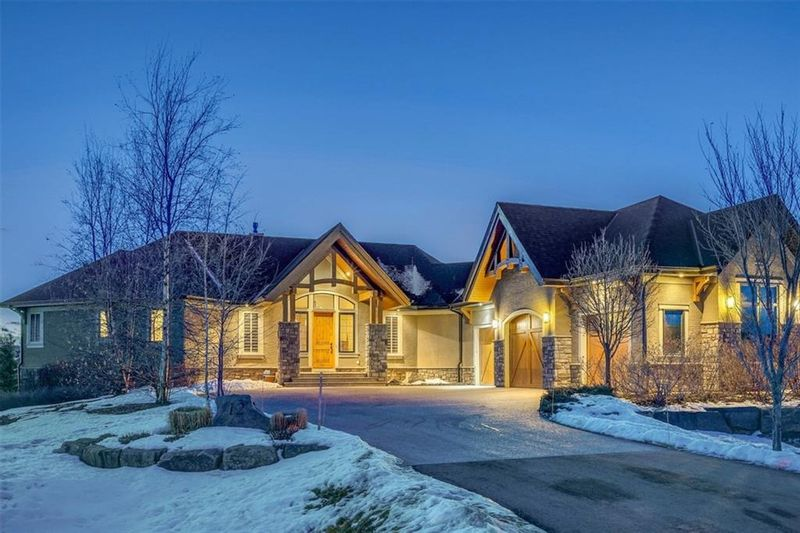 FEATURED LISTING: 12 Heaver Gate Heritage Pointe
