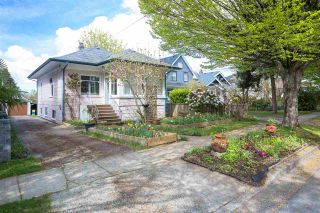 Photo 1: 5855 ST. GEORGE Street in Vancouver: Fraser VE House for sale (Vancouver East)  : MLS®# R2371764