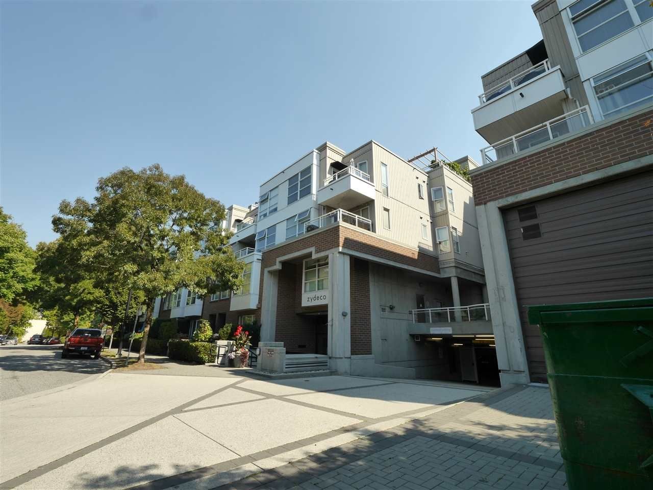 """Photo 4: Photos: 315 2768 CRANBERRY Drive in Vancouver: Kitsilano Condo for sale in """"ZYDECO"""" (Vancouver West)  : MLS®# R2566057"""