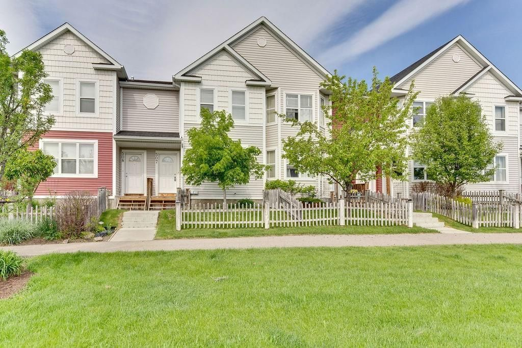 Modern 2 storey townhouse fronting onto walking path & green space
