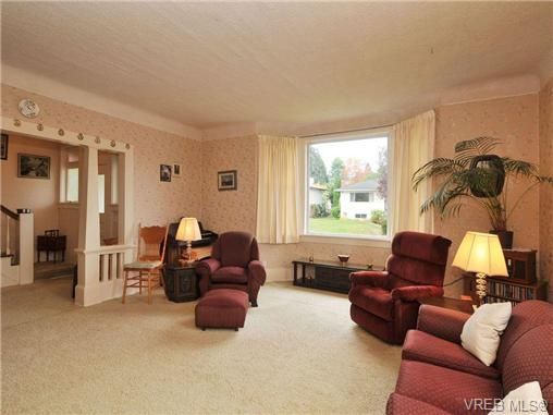 Photo 3: Photos: 774 Snowdrop Ave in VICTORIA: SW Marigold House for sale (Saanich West)  : MLS®# 693817