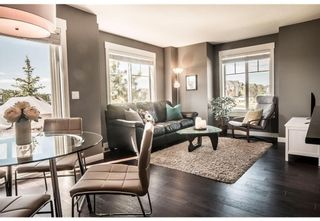 Photo 3: 95 West Coach Manor SW in Calgary: West Springs Row/Townhouse for sale : MLS®# A1114599