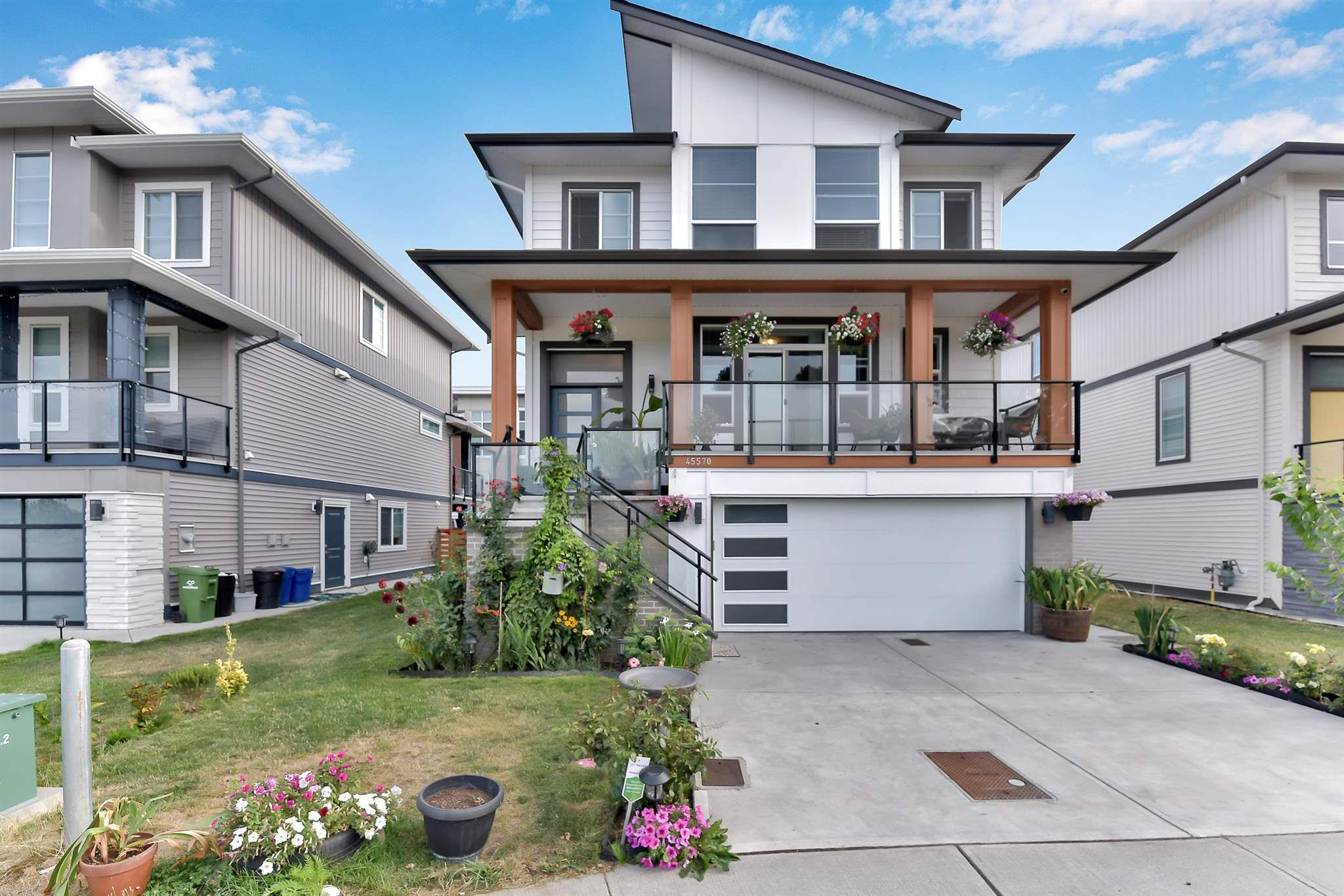 Main Photo: 45570 MEADOWBROOK Drive in Chilliwack: Chilliwack W Young-Well House for sale : MLS®# R2607625