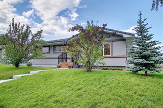 Photo 2: 24 Hyslop Drive SW in Calgary: Haysboro Detached for sale : MLS®# A1141197