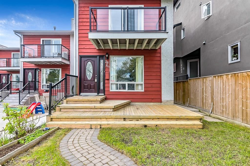 Photo 3: Photos: 2621C 1 Avenue NW in Calgary: West Hillhurst Row/Townhouse for sale : MLS®# A1111551