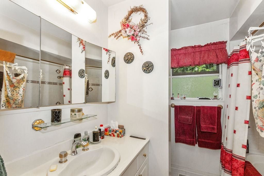Photo 13: Photos: 1038 MARIGOLD Avenue in North Vancouver: Canyon Heights NV House for sale : MLS®# R2577593
