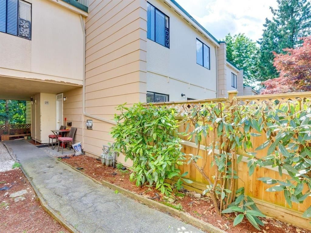 """Main Photo: 110 15245 105 Avenue in Surrey: Guildford Townhouse for sale in """"Guildford Mews"""" (North Surrey)  : MLS®# R2605654"""