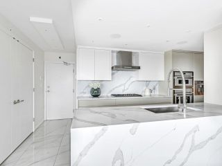 Photo 8: 2105 1033 MARINASIDE Crescent in Vancouver: Yaletown Condo for sale (Vancouver West)  : MLS®# R2614504