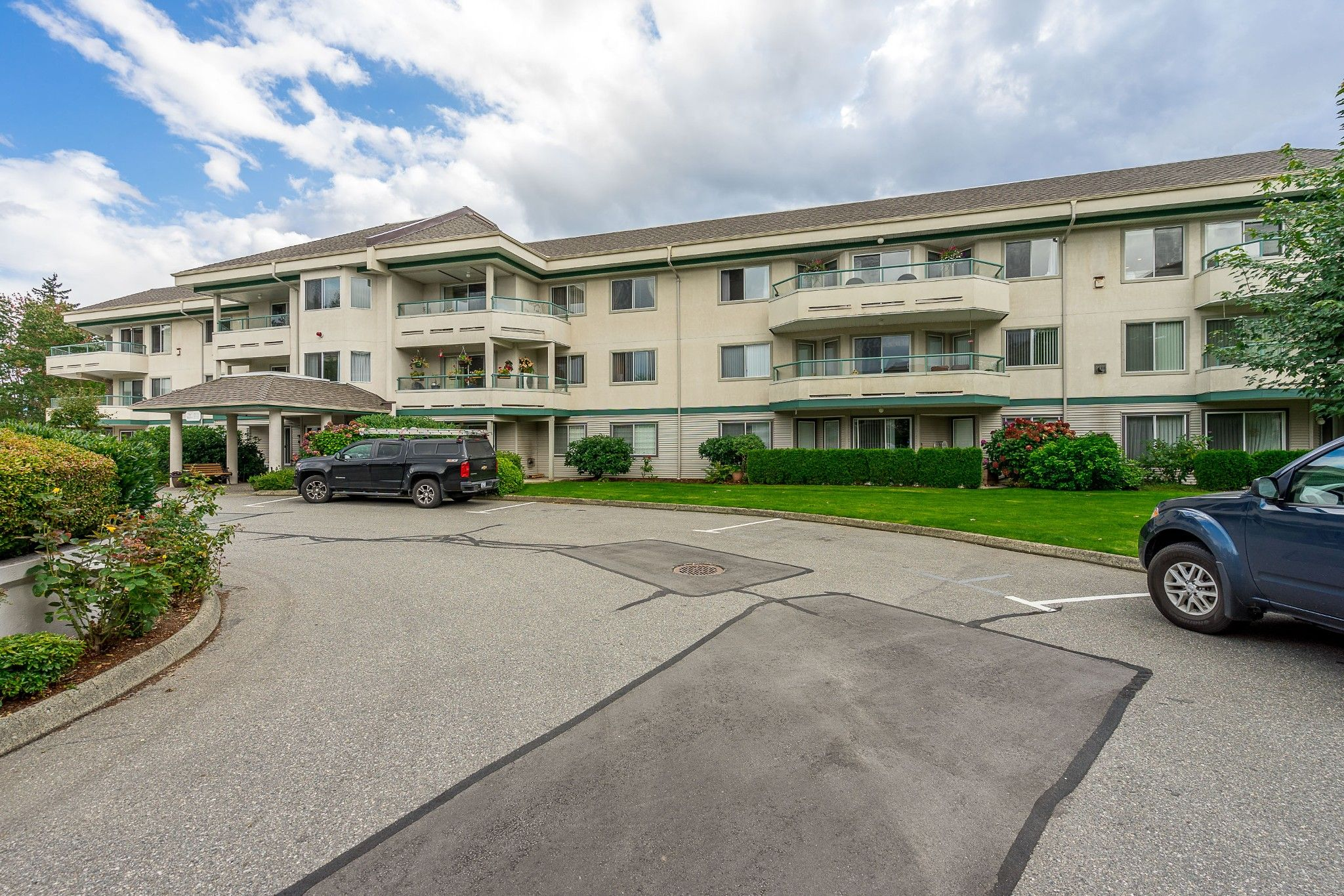 Main Photo: 120 2451 Gladwin in Abbotsford: Abbotsford West Condo for sale : MLS®# R2414045