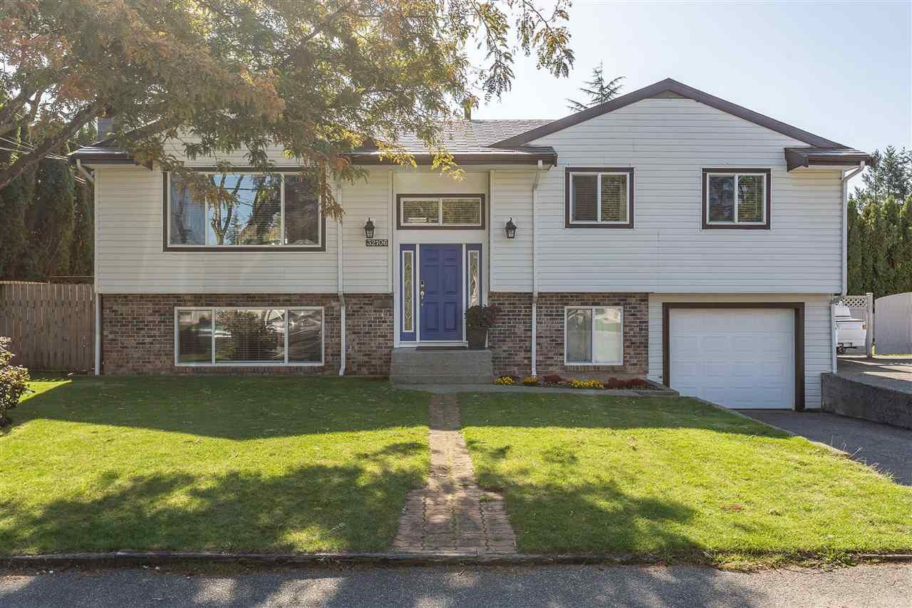 Main Photo: 32106 DEBREEN Crescent in Abbotsford: Abbotsford West House for sale : MLS®# R2410628